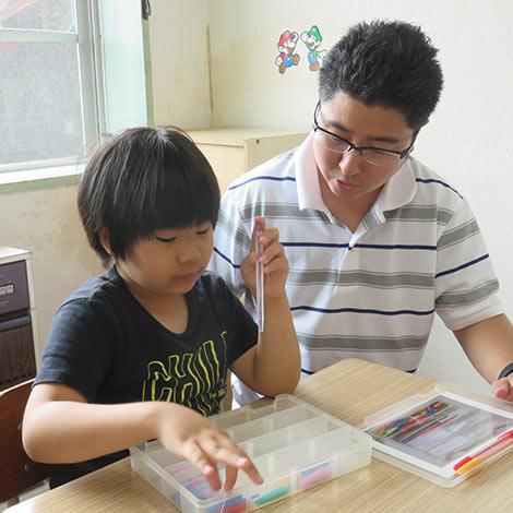 青森県弘前市にある、障がい者支援施設、拓光園グループ。「拓光園放課後等デイサービスセンター ぱすてる」